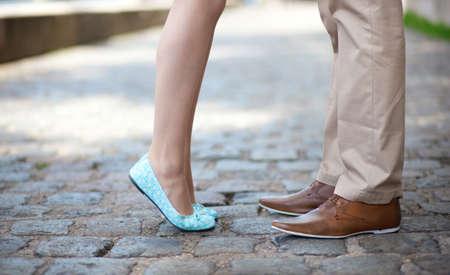 Foto de Closeup of male and female legs during a date - Imagen libre de derechos