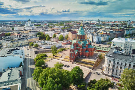 Photo pour Scenic aerial view of Uspenski Cathedral in Helsinki, Finland - image libre de droit