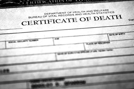 Photo pour Closeup of a deather certificate symbolizing peron who passed away - image libre de droit
