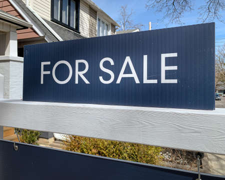 """Photo pour A real estate, """"for sale"""" sign is displayed in front a home in a residential neighbourhood. - image libre de droit"""