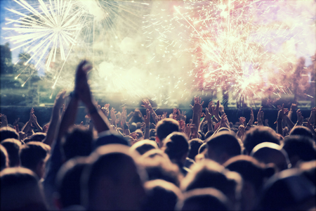 Photo pour Cheering crowd and fireworks at New Year's Eve - image libre de droit