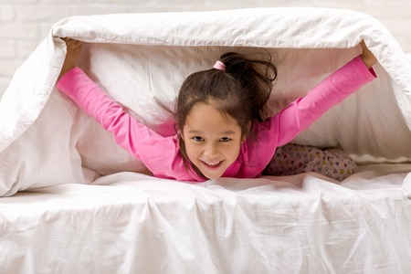 Photo pour happy morning baby in bed. child dabbles in bed - image libre de droit