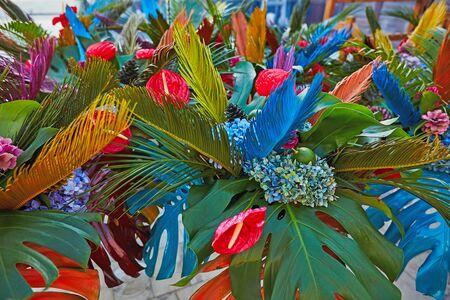 Photo pour Bouguets of monstera for tables decoration on wedding or corporative event - image libre de droit