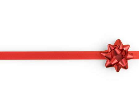 Photo pour Red decorative bow and ribbon isolated on white with copy space. Clipping path included - image libre de droit