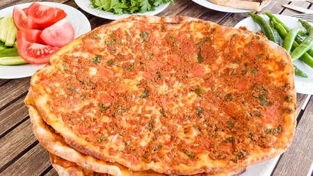 Photo pour Traditional Delicious Turkish foods; Turkish pizza (Lahmacun) - image libre de droit