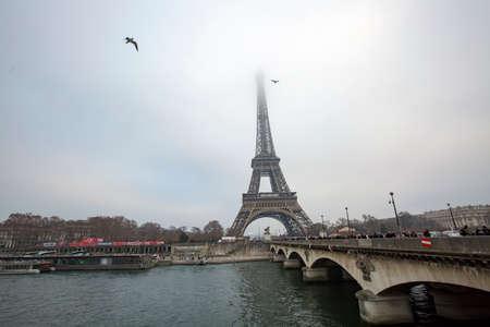 Photo pour Eiffel tower in Paris. Travel concept photo. - image libre de droit