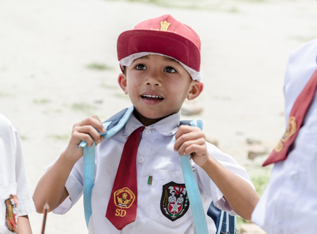 Photo pour Indonesian school kids in Samosir, Sumatra Indonesia - image libre de droit