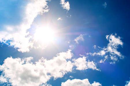 Foto de Shining sun at clear blue sky - Imagen libre de derechos