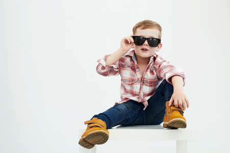 Photo pour Funny child.fashionable little boy in sunglasses.fashion children - image libre de droit