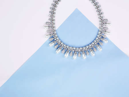 Photo pour Woman's Jewelry. jewelry background. Beautiful necklace on blue paper background - image libre de droit