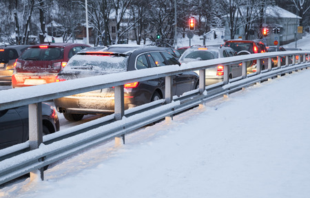 Foto de Cars in a traffic jam on winter street in Finland - Imagen libre de derechos