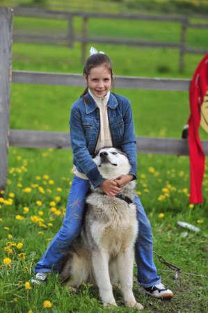 The little girl near to Husky