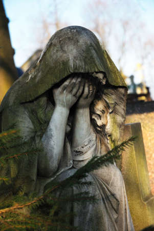 Statue of the grieving woman
