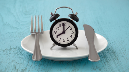 Photo pour Clock on white plate with fork and knife, intermittent fasting, meal plan, weight loss concept on blue table - image libre de droit