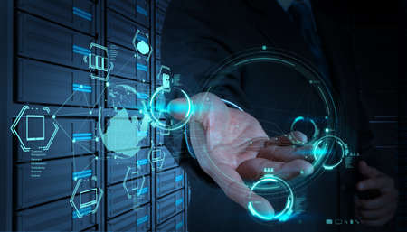 Photo pour Businessman hand working with a Cloud Computing diagram on the new computer interface - image libre de droit
