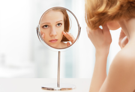 Photo pour face of young beautiful healthy woman and reflection in the mirror - image libre de droit