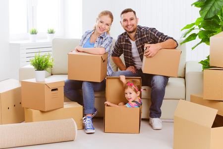 Photo pour moving to a new home. Happy family with cardboard boxes - image libre de droit
