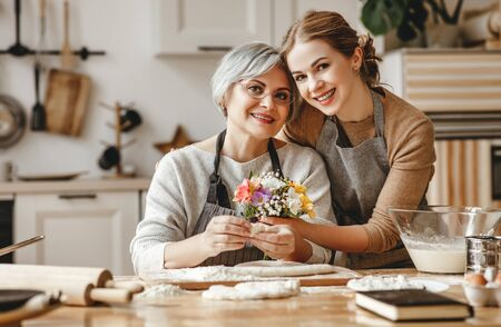 Photo pour happy mother's day! family old grandmother mother-in-law and daughter-in-law daughter congratulate on the holiday, give flowers - image libre de droit