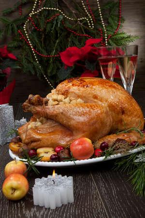 Photo pour Garnished roasted Christmas turkey - image libre de droit