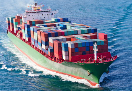 Photo pour Container Ship - image libre de droit