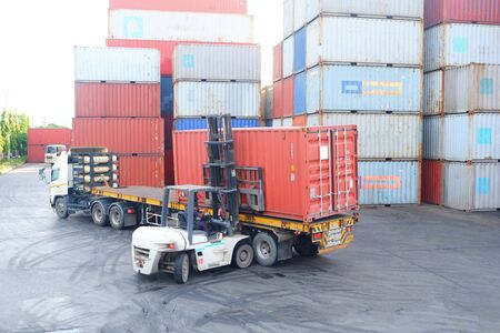 Photo pour Container handlers Working in the container yard - image libre de droit