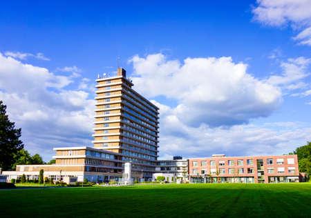 Foto de Modern hospital. hospital building.  Medical Center - Imagen libre de derechos