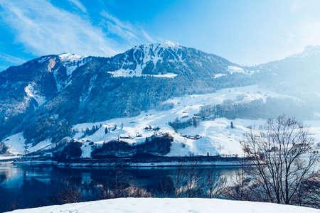 Photo pour Beautiful winter lake and snowy mountains. Winter landscape - image libre de droit