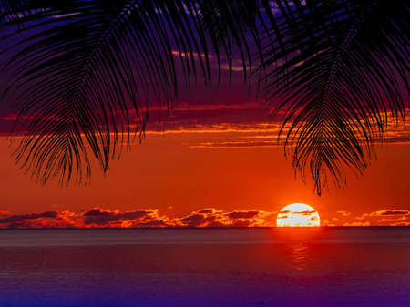 Photo pour Red clouds sunset reflecting in water - image libre de droit