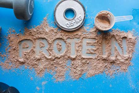 Foto de Whey protein shake with chocolate flavor. Basic food for fitness athletes - Imagen libre de derechos