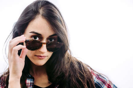 Photo pour Girl with hat and sunglasses doing postures in front of you. - image libre de droit