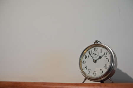 Photo pour Classic vintage golden clock on a table with copyspace - image libre de droit