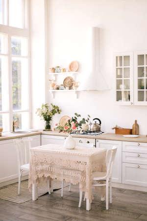 Photo pour Light modern kitchen in cozy house. Home interior. - image libre de droit