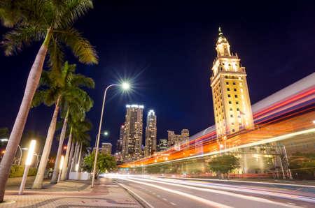 Foto de Freedom Tower at twilight in Miami, Florida - Imagen libre de derechos