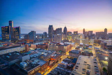 Photo pour Aerial view of downtown Detroit at twilight in Michigan USA - image libre de droit