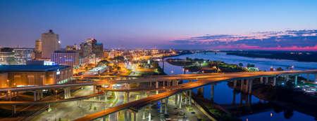 Foto de Aerial view of downtown Memphis skyline in Tennessee, USA - Imagen libre de derechos