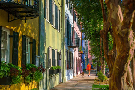 Photo pour Rainbow Row colorful and well-preserved historic Georgian row houses in Charleston, South Carolina, USA - image libre de droit