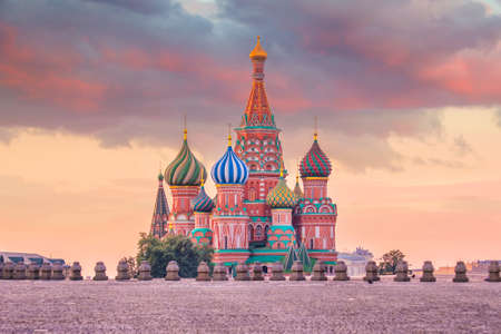 Foto de Basil's cathedral at Red square in Moscow, Russia at sunrise - Imagen libre de derechos