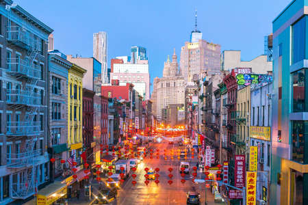 Foto de NEW YORK CITY - March 6: New York Chinatown of Manhattan on March 6, 2018 in New York City , United States - Imagen libre de derechos
