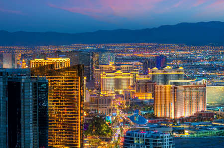 Foto de cityscape of Las Vegas from top view in Nevada, USA at sunset - Imagen libre de derechos