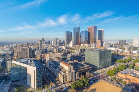 Photo pour Beautiful sunset of Los Angeles downtown skyline in CA, USA - image libre de droit