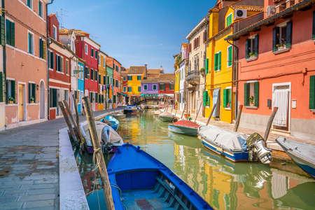 Foto de Colorful houses in downtown Burano, Venice, Italy with clear blue sky - Imagen libre de derechos