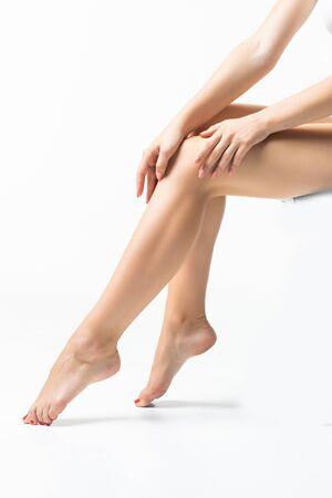Photo pour Long pretty woman legs isolated on white - image libre de droit