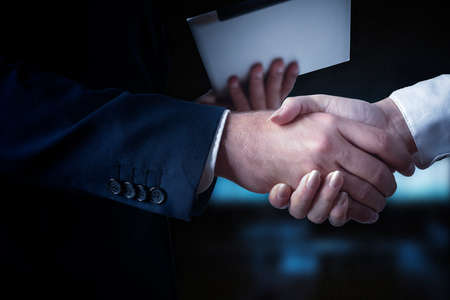 Photo pour business handshake, businessmen shaking hands - image libre de droit