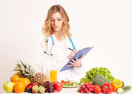 Photo pour Nutritionist with fresh vegetables and fruits - image libre de droit