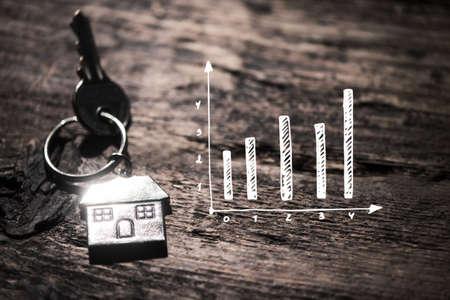 Photo pour House key on a wooden table - image libre de droit