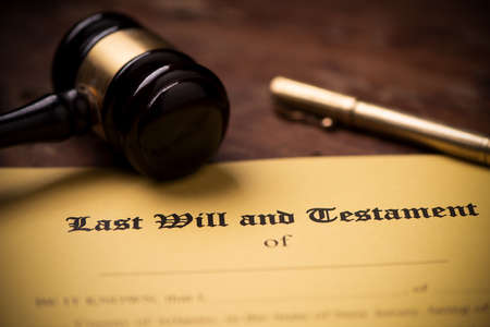 Photo pour Last will and testament form with gavel. Decision, financial close up - image libre de droit