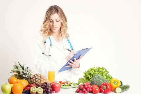 Photo pour A nutritionist doctor woman. Isolated on withe - image libre de droit