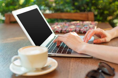 Photo pour Woman using a laptop during a coffee break - image libre de droit