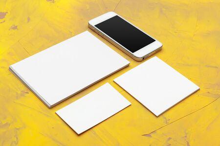 Photo pour Photo of business cards. Template for branding identity. For graphic designers presentations and portfolios. Close up. - image libre de droit