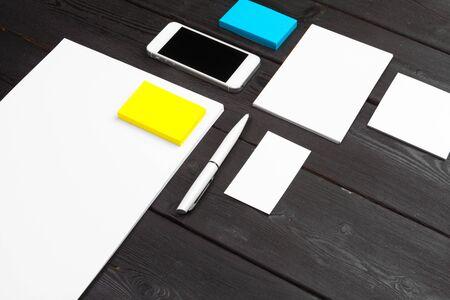 Photo pour Blank stationery set on wood background paper, business cards, booklet, sheets, etc. Close up. - image libre de droit